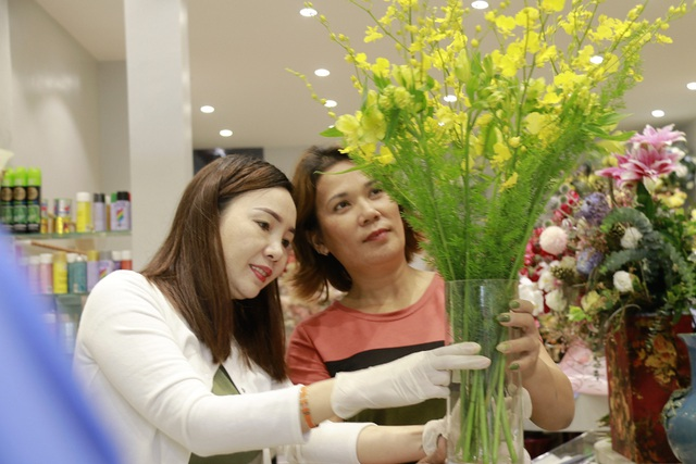 """Các cửa hàng hoa tại Hà Tĩnh lo phương án """"chống cháy"""" do mưa lớn - 7"""