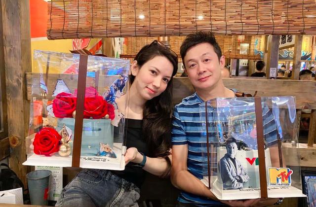 Bất ngờ vợ kém 14 tuổi của MC Anh Tuấn bị khui ảnh hiếm hoi mặc bikini bỏng mắt dân tình - 1