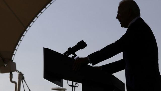 """""""Điều bất ngờ tháng 10"""" khiến ông Biden đi vào """"vết xe đổ"""" của bà Hillary? - 1"""