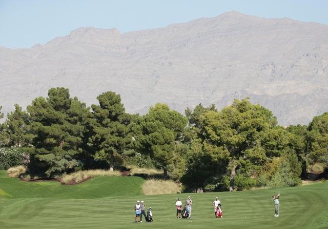 Những khoảnh khắc thú vị tại sân golf sang chảnh nhất thế giới - 4