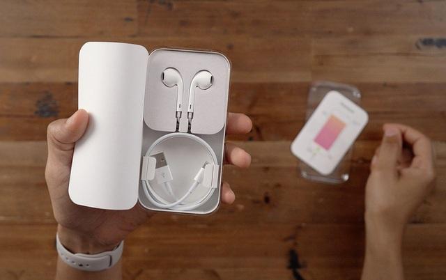 Không chỉ iPhone 12, iPhone đời cũ cũng bị Apple cắt giảm sạc và tai nghe - 1