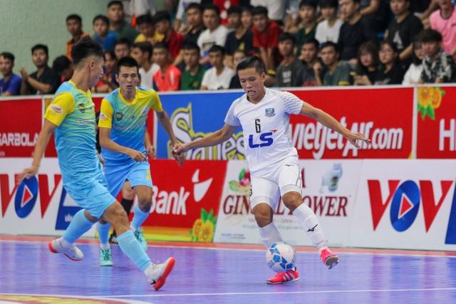 Thắng tuyệt đối Sanvinest Sanna Khánh Hòa, Thái Sơn Nam vô địch trước 3 vòng đấu - 1
