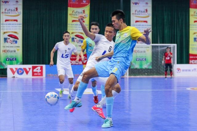 Thắng tuyệt đối Sanvinest Sanna Khánh Hòa, Thái Sơn Nam vô địch trước 3 vòng đấu - 2