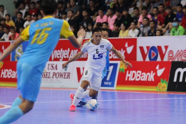 Thắng tuyệt đối Sanvinest Sanna Khánh Hòa, Thái Sơn Nam vô địch trước 3 vòng đấu - 4