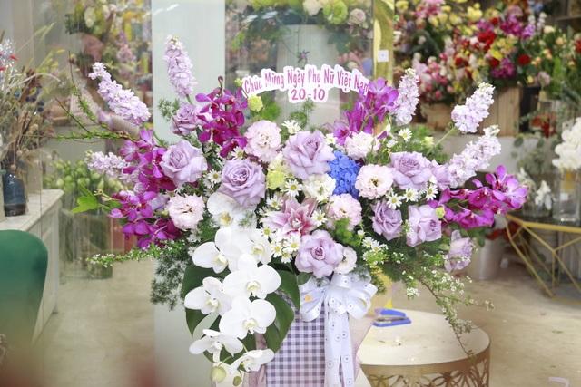 """Các cửa hàng hoa tại Hà Tĩnh lo phương án """"chống cháy"""" do mưa lớn - 5"""
