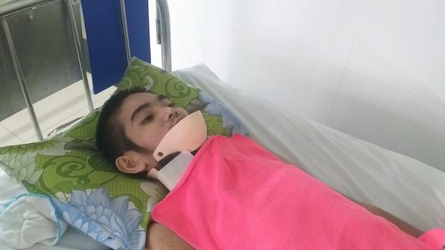 Xót xa cảnh mẹ nghèo chăm con trai nằm liệt sau tai nạn giao thông - 1