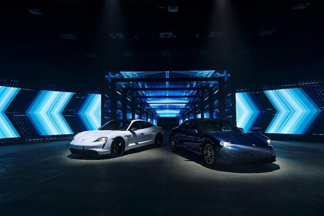 Porsche chính thức ra mắt dòng xe thể thao thuần điện cao cấp Taycan tại Việt Nam - 1