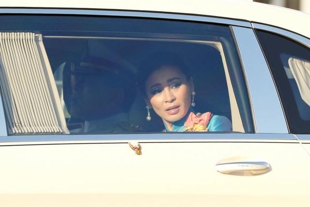 Thái Lan bắt 2 người biểu tình vây xe Hoàng hậu - 1