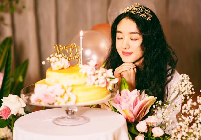 Tuổi 33 đầy thành công, hạnh phúc và danh tiếng của Triệu Lệ Dĩnh - 2