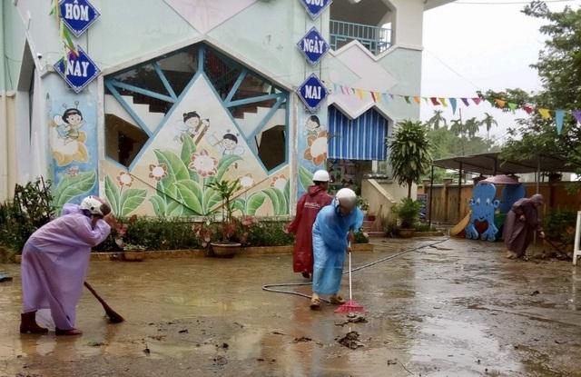 Học sinh Thừa Thiên Huế, Đà Nẵng tiếp tục nghỉ học vì mưa lũ - 2