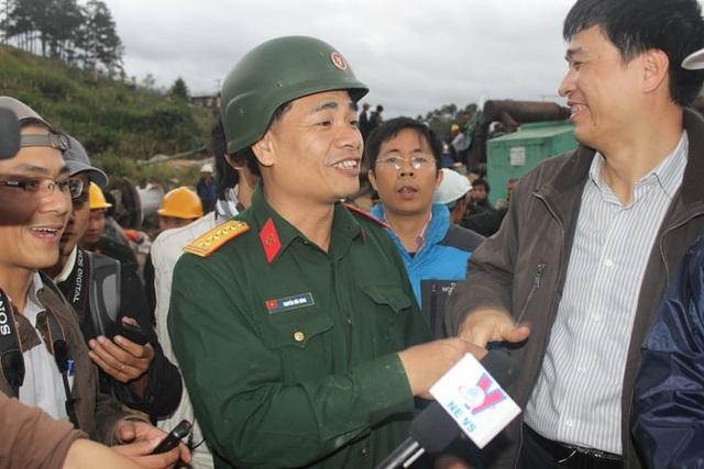 Đại tá Nguyễn Hữu Hùng tại thủy điện Đạ Dâng, Lâm Đồng với niềm vui sau khi giải cứu thành công