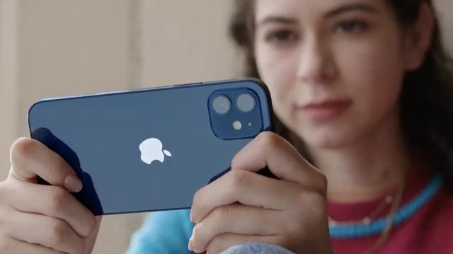 Dân buôn lén lút nhận đặt cọc iPhone 12 xách tay - 1