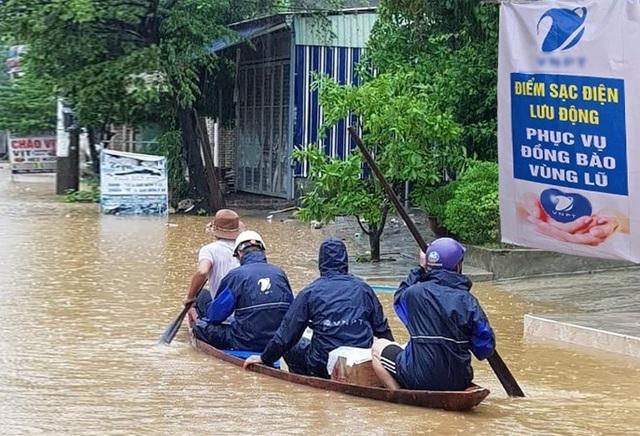 Nhà mạng huy động toàn lực cùng miền Trung khắc phục hậu quả bão lũ - 8