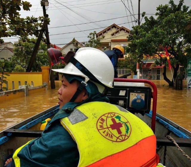 Nhà mạng huy động toàn lực cùng miền Trung khắc phục hậu quả bão lũ - 6