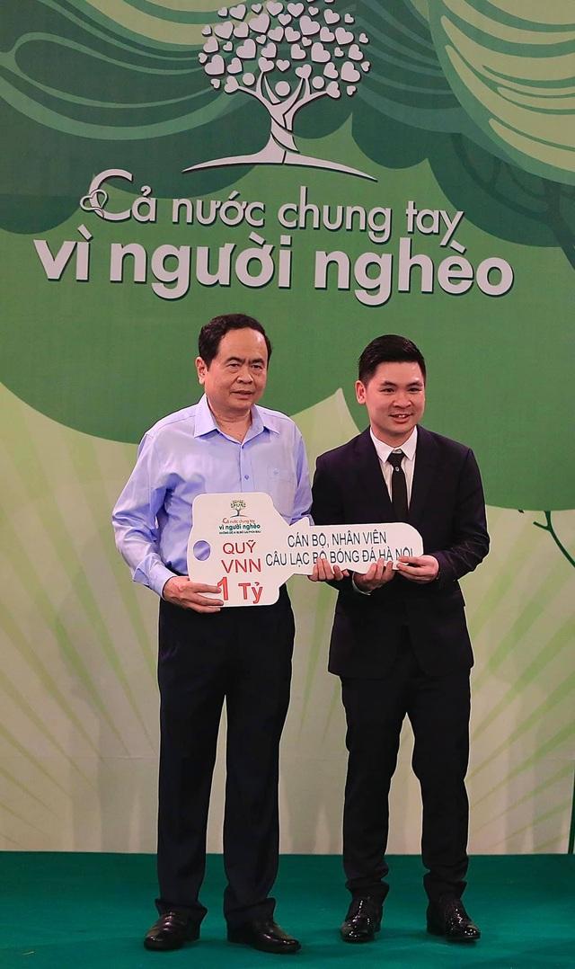 CLB Hà Nội ủng hộ 1 tỷ đồng cho Quỹ Vì người nghèo - 1