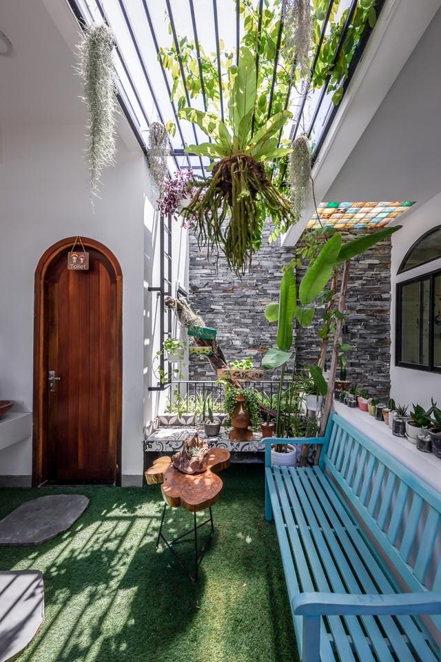 Nhà có khu vườn, bể cá Koi đẹp như resort của vợ chồng trẻ ở Đà Nẵng - 11