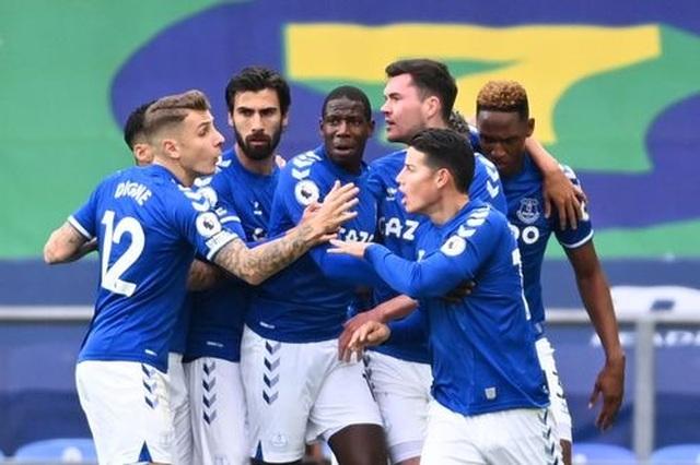 Everton 2-2 Liverpool: Màn rượt đuổi quyết liệt - 12