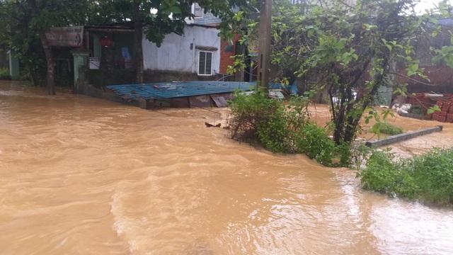 Đà Nẵng: Mưa xối xả, nhiều nơi ngập nặng - 6