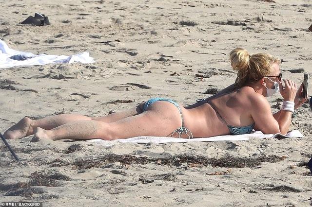 Cuối tuần, Britney và dàn người đẹp cùng khoe dáng - 2