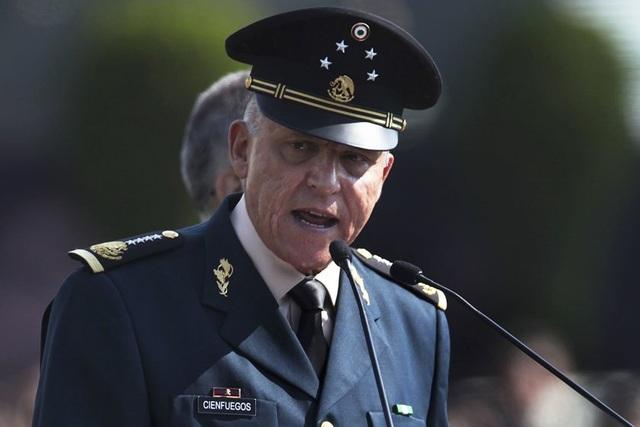 """Rúng động vụ cựu bộ trưởng quốc phòng bị nghi là """"bố già"""" ma túy - 1"""