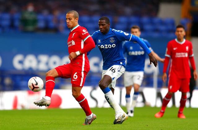 Everton 2-2 Liverpool: Màn rượt đuổi quyết liệt - 11