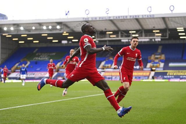 Everton 2-2 Liverpool: Màn rượt đuổi quyết liệt - 1