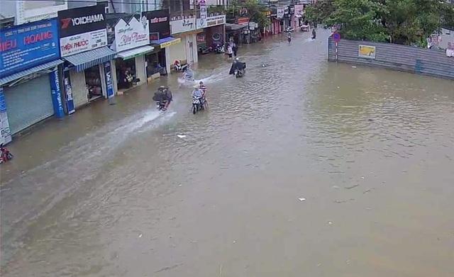Nước sông TP Huế dâng cao gây ngập lụt nhiều tuyến đường - 3