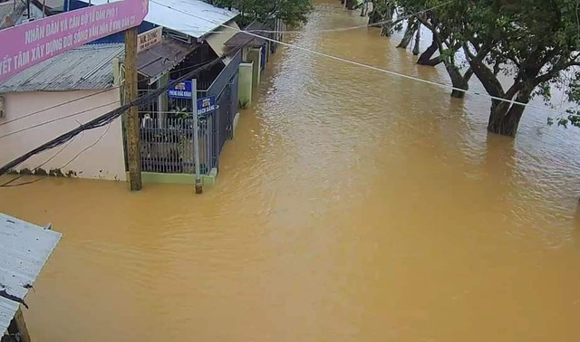 Nước sông TP Huế dâng cao gây ngập lụt nhiều tuyến đường - 7