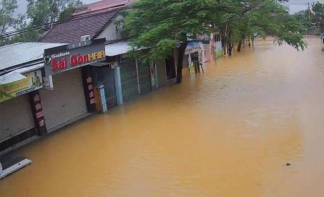 Nước sông TP Huế dâng cao gây ngập lụt nhiều tuyến đường - 5