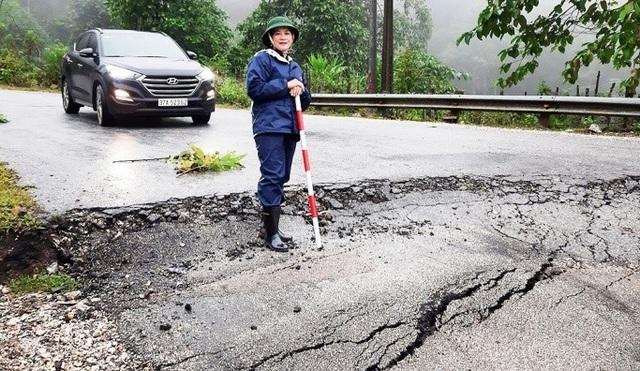 Sụt lún tại dốc nguy hiểm nhất tuyến đường miền Tây xứ Nghệ - 3