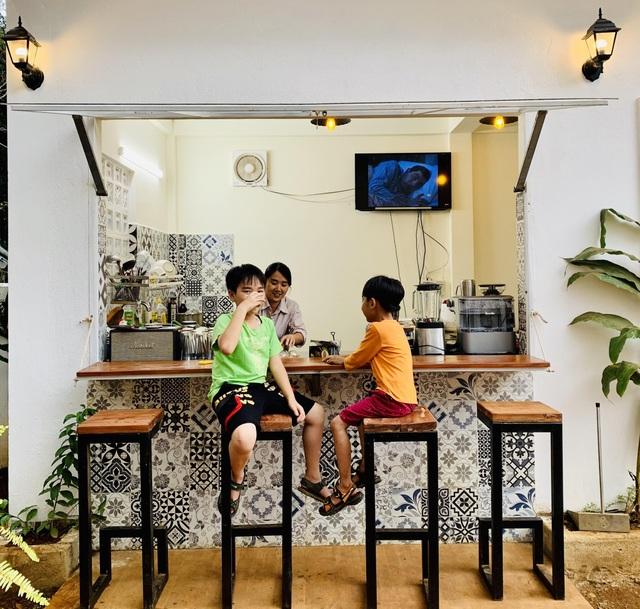 """Đóng 3 cửa hàng ở Hà Nội, cặp đôi """"bỏ phố, lên rừng"""" làm nhà đẹp như mơ - 9"""