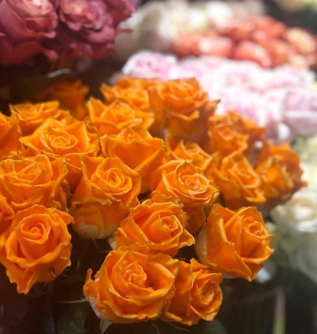 Một doanh nghiệp chi 200 triệu đồng mua hoa tươi tặng chị em dịp 20/10 - 2