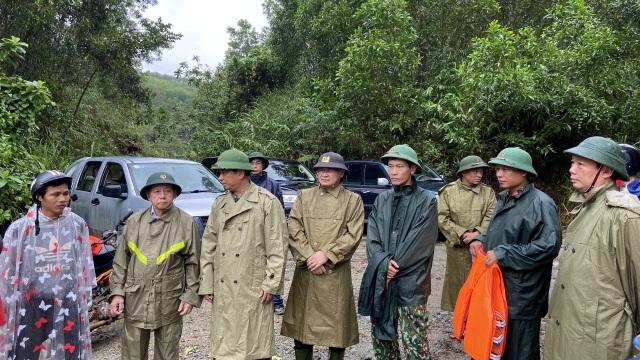 Băng rừng, vượt lũ đưa thi thể nạn nhân thứ 2 tại Rào Trăng ra ngoài - 4