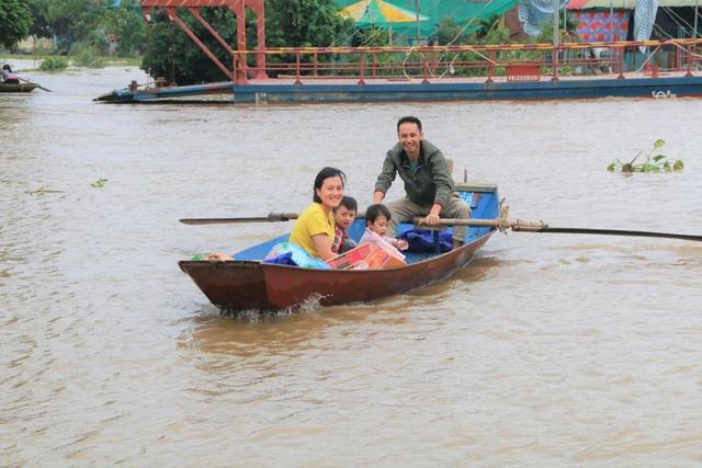 Hàng trăm hộ dân bị nước lũ sông Hoàng Long cô lập - 8