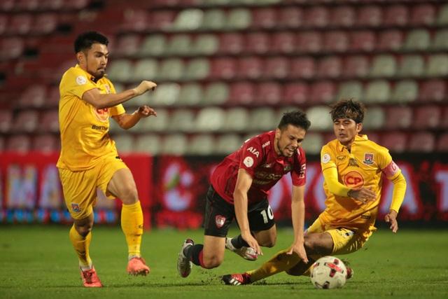 Văn Lâm xuất thần, Muangthong United vẫn thất bại ở Thai League - 2