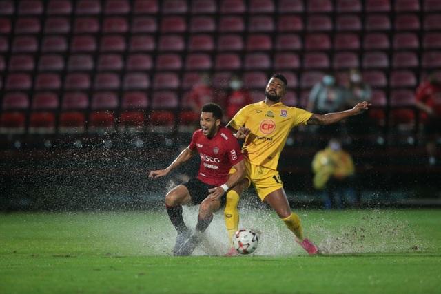 Văn Lâm xuất thần, Muangthong United vẫn thất bại ở Thai League - 1