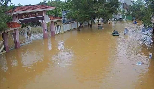 Nước sông TP Huế dâng cao gây ngập lụt nhiều tuyến đường - 6