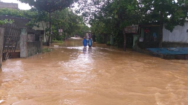 Đà Nẵng: Mưa xối xả, nhiều nơi ngập nặng - 3