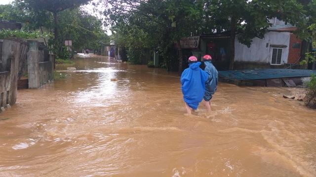 Đà Nẵng: Mưa xối xả, nhiều nơi ngập nặng - 4