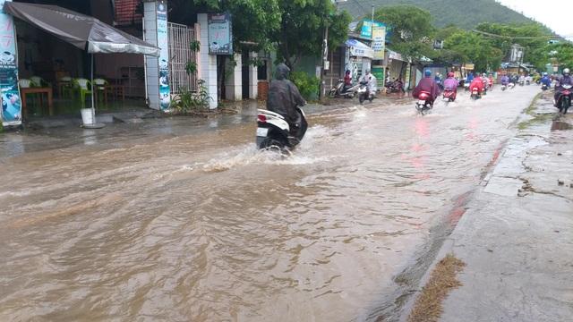 Đà Nẵng: Mưa xối xả, nhiều nơi ngập nặng - 7