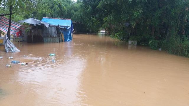 Đà Nẵng: Mưa xối xả, nhiều nơi ngập nặng - 5