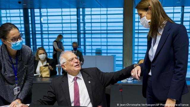 Hai ngoại trưởng EU đồng loạt mắc Covid-19 sau một cuộc họp - 1