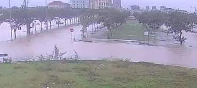Nước sông TP Huế dâng cao gây ngập lụt nhiều tuyến đường - 13