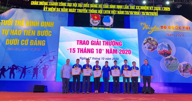 Bình Định: Trao giải thưởng cho thanh niên sống đẹp - 1