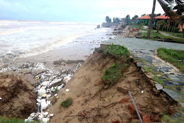 Sóng lớn uy hiếp bờ, resort trăm tỷ ở Hội An có nguy cơ bị nuốt chửng - 1