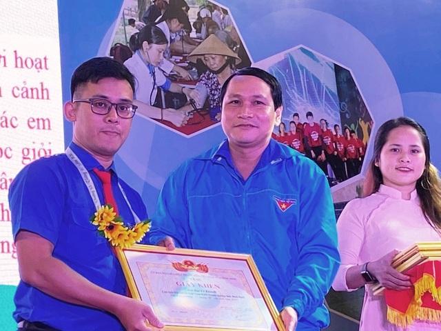 Bình Định: Trao giải thưởng cho thanh niên sống đẹp - 2