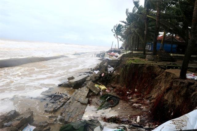 Sóng lớn uy hiếp bờ, resort trăm tỷ ở Hội An có nguy cơ bị nuốt chửng - 12
