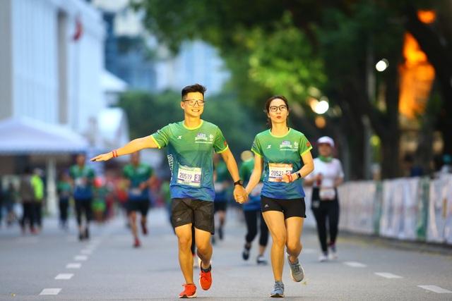 Ông Đoàn Ngọc Hải chinh phục giải marathon đặc biệt của Hà Nội - 9