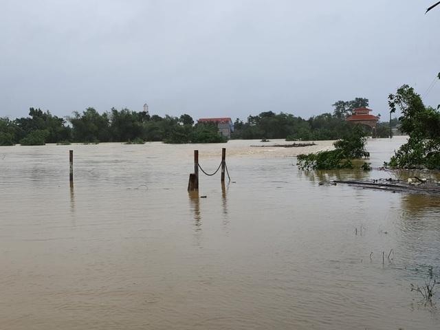 Đang báo động khẩn mưa lũ, nhiều lãnh đạo vùng rốn lũ vẫn đi họp đồng hương - 2