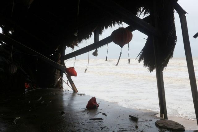 Sóng lớn uy hiếp bờ, resort trăm tỷ ở Hội An có nguy cơ bị nuốt chửng - 16